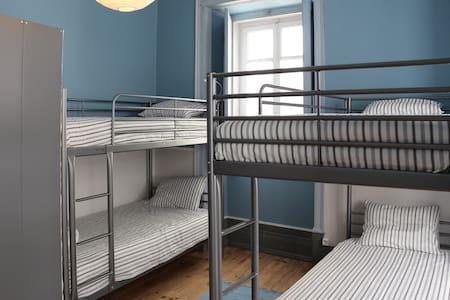 "Casa dos Tios ""Quarto dos Primos"" - Bed & Breakfast"