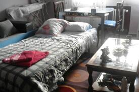 Picture of cama en salón con tv