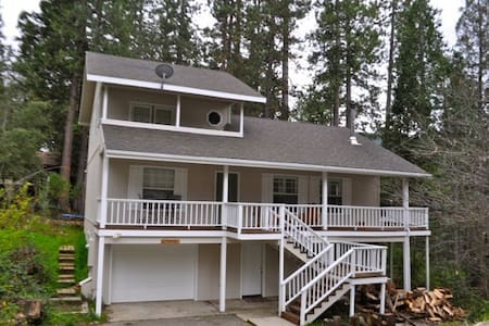 3Br, 2Ba, Sleeps 10 walk to Lake - Bass Lake - 一軒家