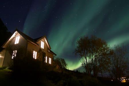 Kjosen Lodge - Lyngseidet - Casa