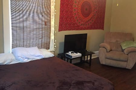 Cozy 1 Bed/1 Bath Near Overton Park & Square - Maison