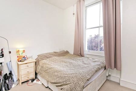 Cosy Double Room in Camden Town - Londres