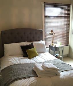 Cosy room in Victorian house - Casa