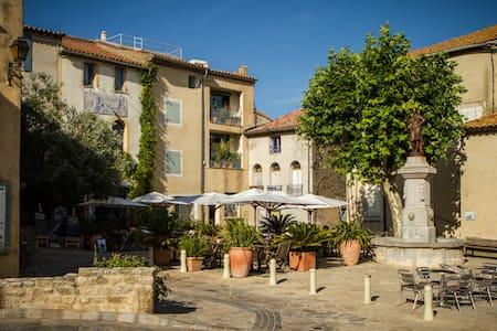 Maison de pêcheur rénovée à Bages (Aude) - Haus