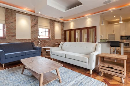 Popular New York style living, City Loft -Sleeps 8 - Johannesburg - Apartment