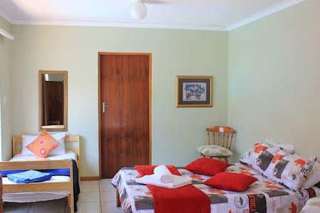 Lodge 96 - Oudshoorn - Bed & Breakfast