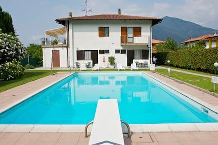 Casa Augusta 1 con vista piscina - Leilighet