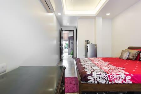 Sunny South Delhi Studio - Lägenhet