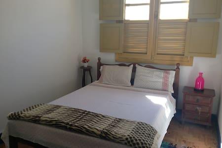 Quarto Casal c/ban.compartilhado - Bed & Breakfast