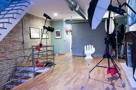 Lights, Camera, Action! Studio Space for Artists! - Chicago - Loft