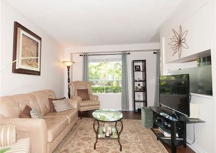 Amazing Renovated Townhouse - Mississauga