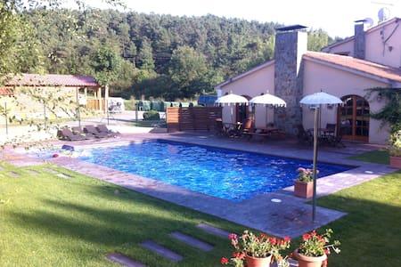 Bungalow en plena montaña con barbacoa y piscina - Bungalow