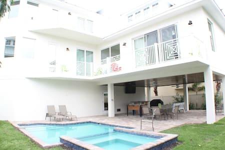 6 Bedroom-sleeps 13, Gulf Views, private pool/spa - 一軒家