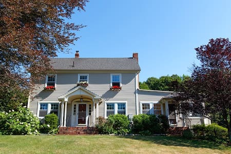 Charming New England Colonial Estate - Villa