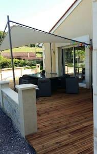 Chambre ds maison moderne au calme - House