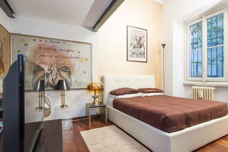 Hollywood Apartment with Secret Garden #visitMilan - Milan