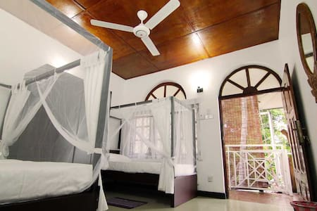Double-bed with Balcony Kandy Lanka - House