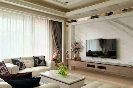 两房朝南 屋内温馨舒适非常干净整洁 家具家电全配 - Apartment