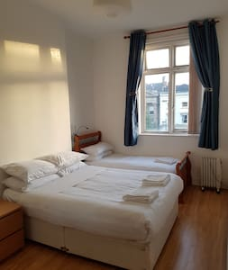 ROOM ON O'CONNELL STREET- BEST LOCATION!!! - Apartment