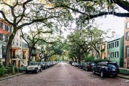 Jones Garden: Savannah's Finest - Savannah