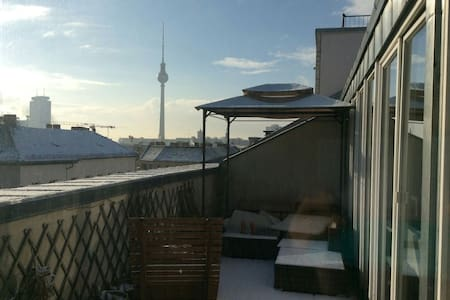 Mitte: Rooftop flat, central, amazing view, quite - Berlin - Apartment
