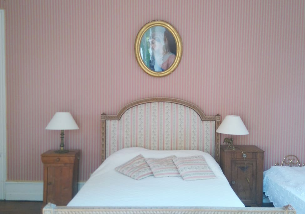 Ch teau la chaise chambre louis xv castles for rent in for Chambre louis xv