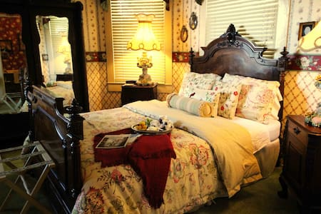 Granny Lou's Bed & Breakfast - Bonham