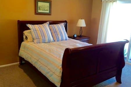 Queen bed, pool, near UCSB, beaches - 獨棟