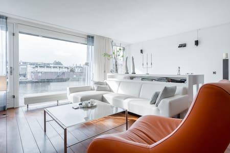 Appartement aan rivier De Zaan - Apartment