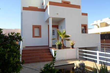 Preciosa casa en Cala de Bou cerca de la playa - Huis