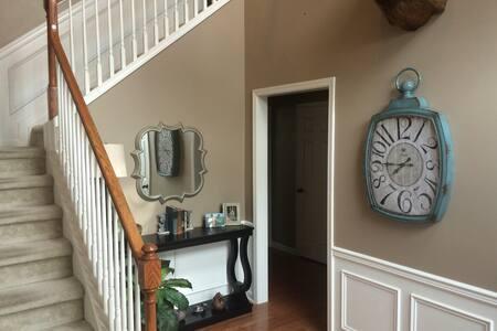 Quaint & Convenient 3BR Home - Casa