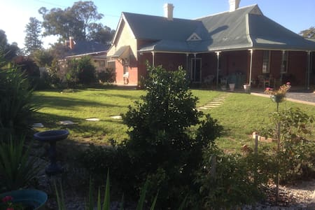 Charming Country Stop In Culcairn - Culcairn - Bed & Breakfast