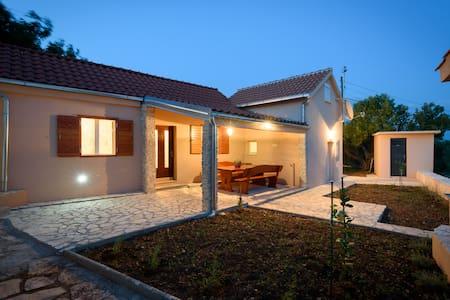 House LUNA - Podglavica