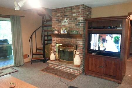 Big Beautiful Chalet With Hot Tub - Albrightsville - House