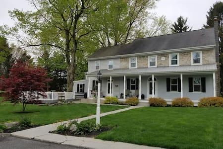 1800's Farmhouse - White Bedroom - Maison