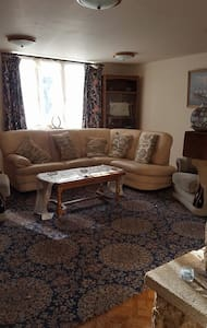 Rooms in village house for 5 people. Menigoute - Bed & Breakfast