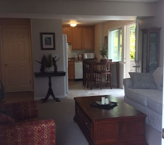 Private one bedroom apartment w/ courtyard patio. - Flat