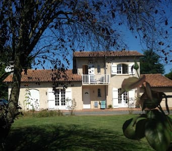 1 room +, friendly English family. - Les Peintures,Nr Bordeaux, Gironde. - Bed & Breakfast