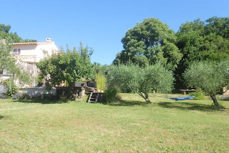 Maison dans la campagne  vue sur le mont ventoux - Talo