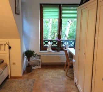 cosy room with parking spot - Berlino - Appartamento