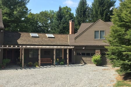 Cozy studio retreat with access to river and ponds - Litchfield - Apartment