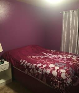 Private room & bathroom available! - Gillette - Casa