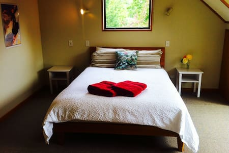 Large, private ensuite room - Wanaka