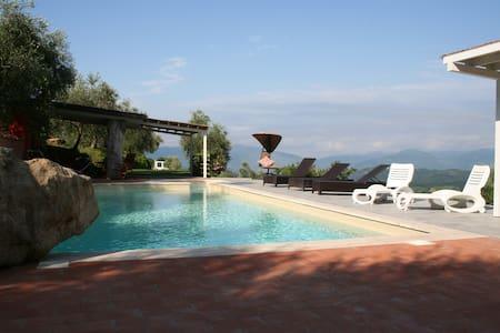 Villa in Lunigiana 6+2, pool - Fivizzano - Villa