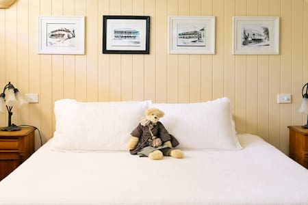 Cute country cottage - Yungaburra - Bed & Breakfast