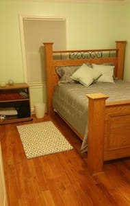 Private room with shared bathroom! - Westchester - Rumah