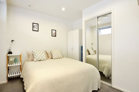 Private bedroom near to the city! - Auckland