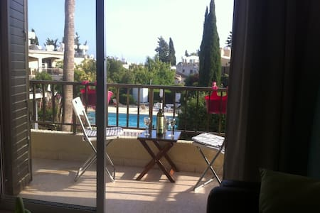 Apartment with pool 5 minutes from beach Paphos - Leilighet