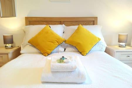 Double Room No1 - Chichester - Bed & Breakfast