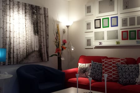 The first room is beautiful!!! - Windsor - Apartment